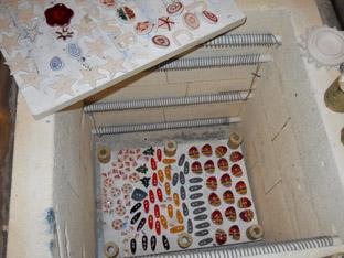 interior del forn amb els botons al fons