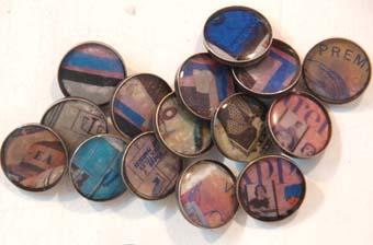 botones de resina letras azules